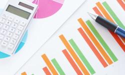 資料と電卓とペン